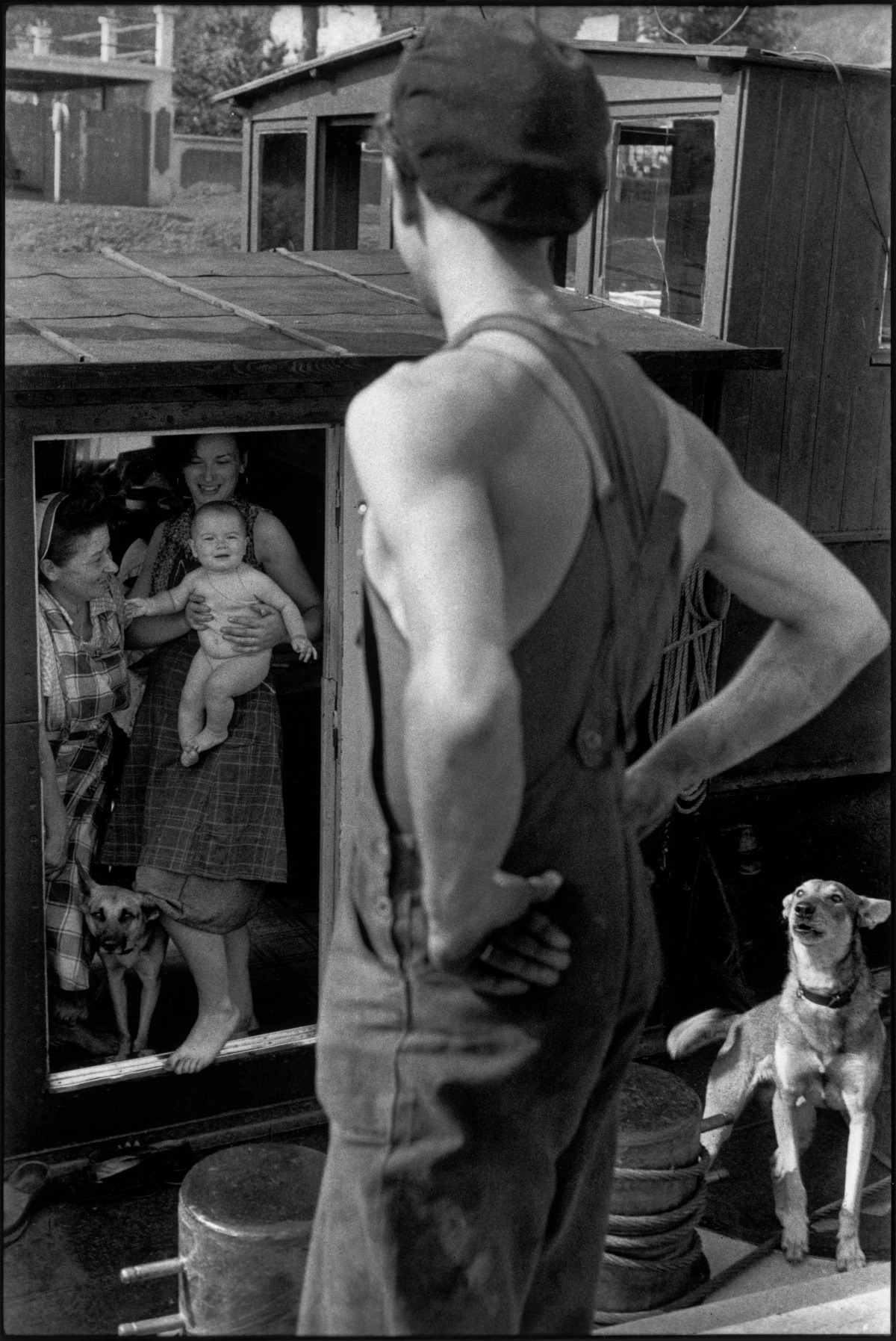 "Henri Cartier-Bresson ""Bougival, France, 1956"", épreuve gélatino-argentique de 1973 © Fondation Henri Cartier-Bresson / Magnum Photos"
