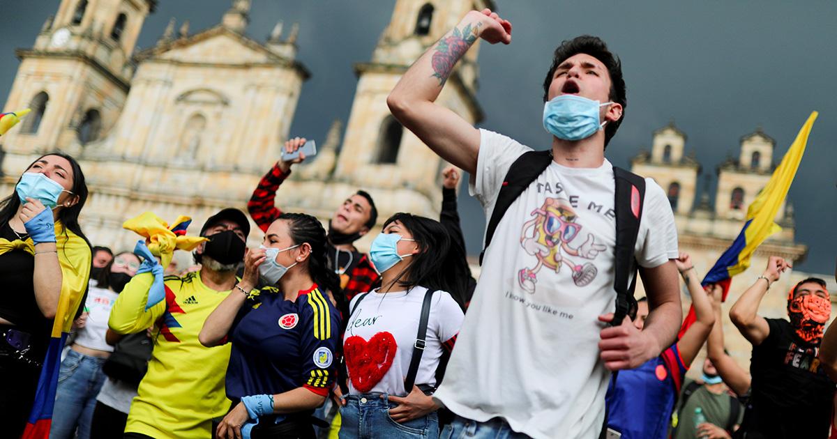 Bogotà, le proteste contro le riforme fiscali del governo