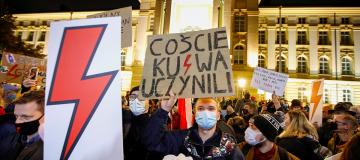 Aborto, le nuove disposizioni infiammano la Polonia