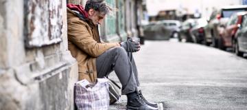 """Rapporto Caritas: è in corso una nuova """"normalizzazione"""" della povertà"""