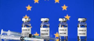 Vaccini in Europa: una storia di solidarietà, multinazionali, brevetti e burocrazia