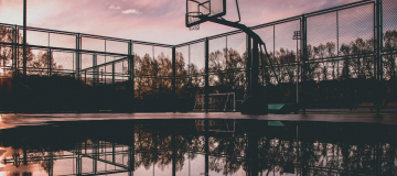 La carenza di aree sportive all'aperto e la bassa mobilità italiana