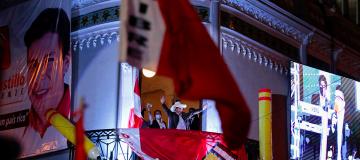 Il Perù sceglie il suo presidente, ma il voto è contestato e alimenta tensioni