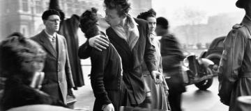 La fotografia di Doisneau: l'infanzia, gli innamorati, i bistrot, le banlieue di Parigi