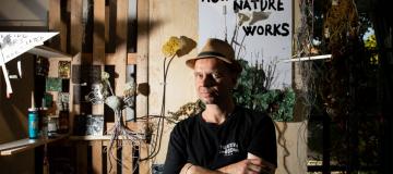 L'arte di Kintera risolve il conflitto tra natura e tecnologia (facendole dialogare)