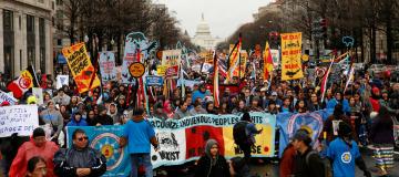 Giustizia climatica e diritti delle popolazioni indigene secondo Chase Iron Eyes